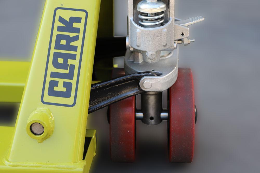 Clark lanza dos nuevas transpaletas manuales